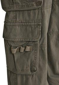 Brandit - Cargo trousers - olive - 14