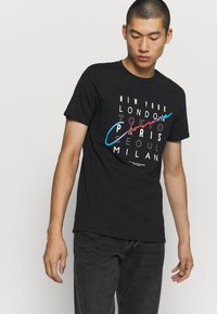 CLOSURE London - CITY TEE - Print T-shirt - black - 0
