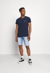 REVOLUTION - REGULAR - Basic T-shirt - navy melange - 1