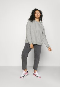 Nike Sportswear - CREW - Sweatshirt - dark grey heather/matte silver - 1