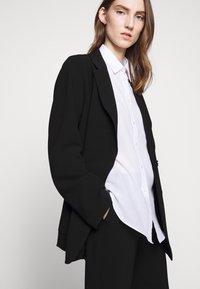 Filippa K - AIDA - Krátký kabát - black - 4