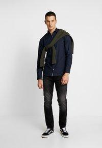 Jack & Jones PREMIUM - JPRFOCUS SOLID SHIRT SLIM FIT - Shirt - navy blazer - 1