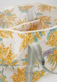 Cath Kidston - FOLDAWAY OVERNIGHT BAG SET - Taška na víkend - warm cream - 4