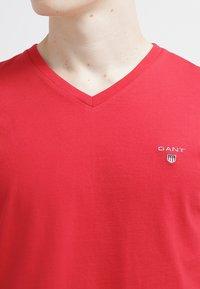 GANT - ORIGINAL SLIM V NECK - T-shirt - bas - bright red - 4