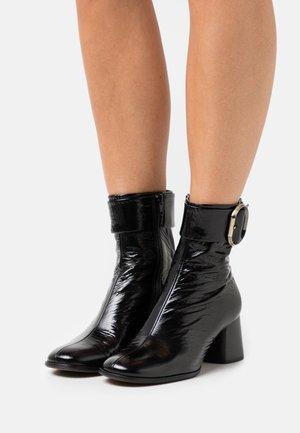 CHARLET - Korte laarzen - schwarz