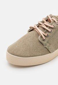 Pompeii - HIGBY ECO UNISEX - Sneakersy niskie - khaki - 5