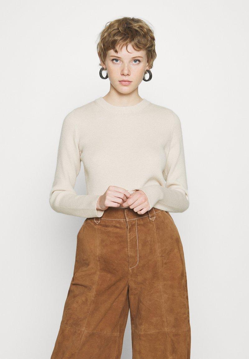Pieces - PCBASSY O NECK - Stickad tröja - whitecap gray