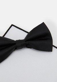 Pier One - SET - Kapesník do obleku - black/white - 6