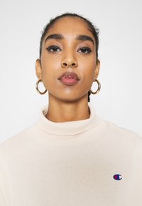 Champion Reverse Weave - HIGH NECK - Long sleeved top - beige - 3