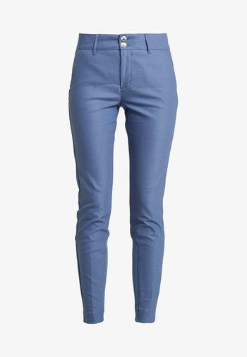 BLAKE NIGHT PANT SUSTAINABLE - Tygbyxor - indigo blue
