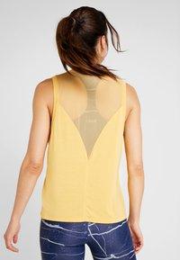 Casall - LUSH MUSCLE TANK - Linne - golden yellow - 2