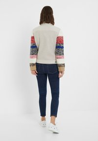 Desigual - CHAQ_CHARLIE - Giacca in pile - white - 2