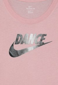 Nike Performance - TEE SCOOP DANCE - Print T-shirt - bleached coral - 3