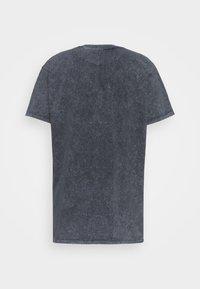 Night Addict - Print T-shirt - acid wash black - 1