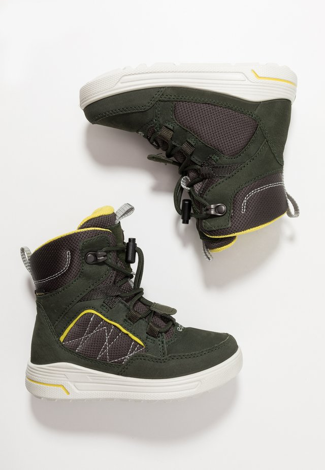URBAN SNOWBOARDER - Snowboot/Winterstiefel - deep forest/canary