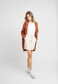 NA-KD - BELTED SKIRT - Mini skirt - sand - 1