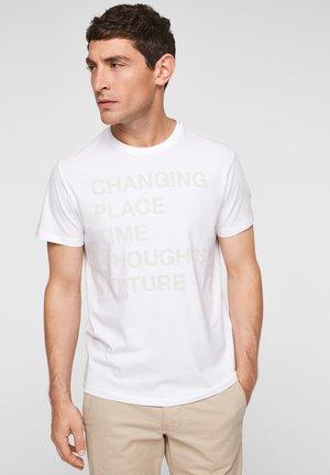 MIT SCHRIFTPRINT - Print T-shirt - white