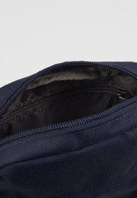 Levi's® - MINI CROSSBODY SOLID BATWING - Across body bag - navy blue - 5