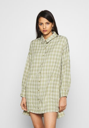 OVERSIZED DIP BACK SHIRT DRESS CHECK - Shirt dress - sage
