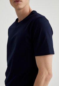 DeFacto - Basic T-shirt - navy - 3