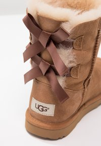 UGG - BAILEY BOW II - Lace-up ankle boots - chestnut - 5
