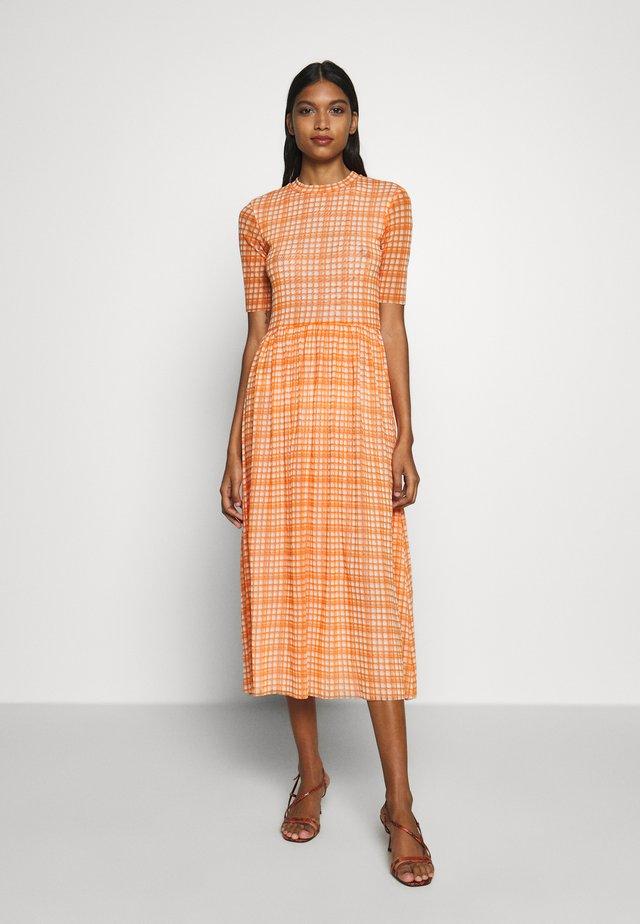 TAIKA DRESS - Vestido informal - neon orange