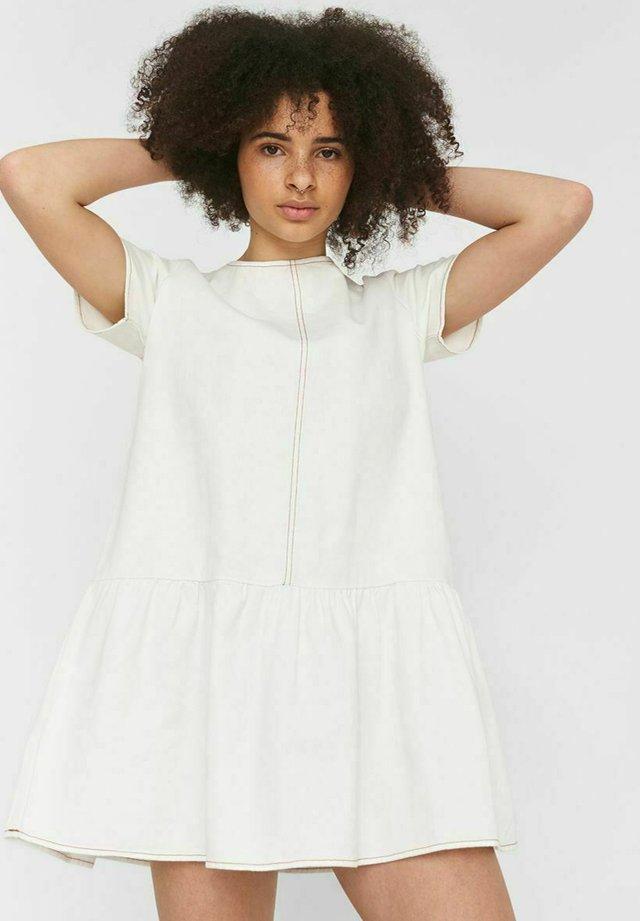 Kurzärmelig - Vestito di jeans - bright white