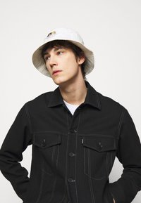 Fiorucci - ICON ANGELS BUCKET HAT UNISEX - Hat - white - 0