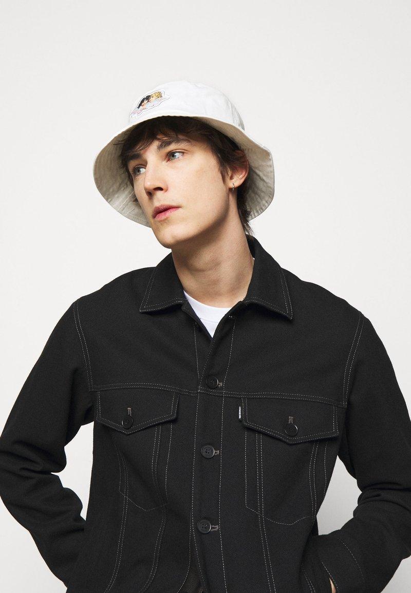 Fiorucci - ICON ANGELS BUCKET HAT UNISEX - Hat - white