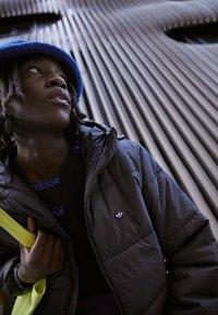 adidas Originals - PAD HOODED PUFF - Kurtka zimowa - black - 2