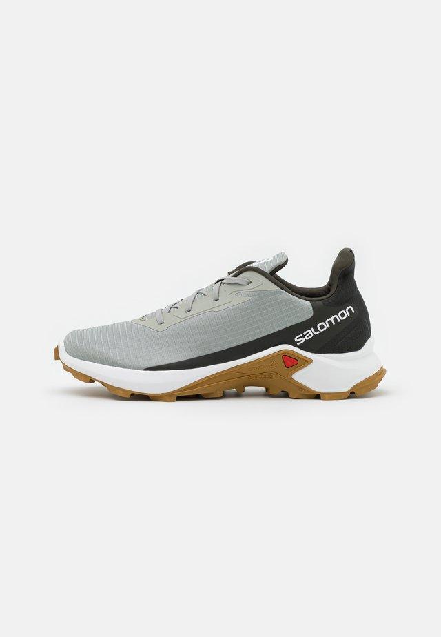 ALPHACROSS 3 - Běžecké boty do terénu - wrought iron/white/cumin