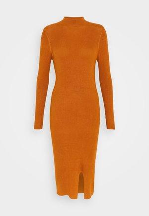 JDYSABINA DRESS - Robe pull - leather brown