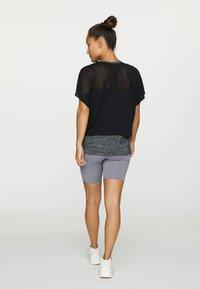 OYSHO - T-shirt z nadrukiem - black - 2
