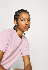 Dickies - STOCKDALE - Camiseta estampada - light pink - 4