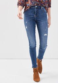 Cache Cache - MIT 5 TASCHEN - Jeans Skinny Fit - denim stone - 0