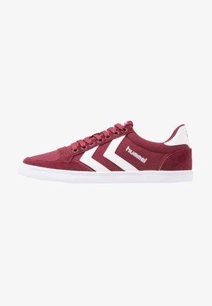SLIMMER STADIL LOW - Sneakersy niskie - bordeaux/weiß