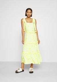 Never Fully Dressed - TIRED POM POM MIDI DRESS - Denní šaty - yellow - 0