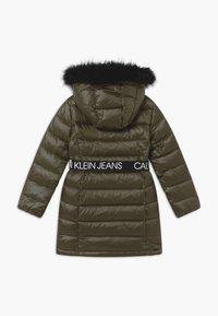 Calvin Klein Jeans - ESSENTIAL LONG - Kabát zprachového peří - green - 1