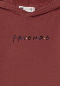 Cotton On - WARNER BROS FRIENDS LICENSE HOODIE - Hoodie - dark red - 2