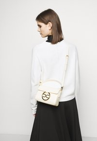 Elisabetta Franchi - RING LOGO SHOULDER BAG - Handbag - burro - 0