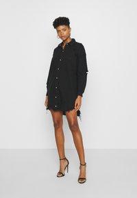 Missguided - SUPER DISTRESS DENIM DRESS - Denimové šaty - black - 0