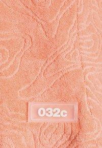032c - TOPOS SHAVED TERRY - Kraťasy - neon coral - 6