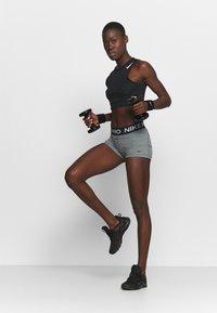 Nike Performance - 365 SHORT - Medias - smoke grey/heather/black - 1