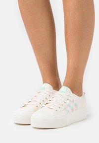 adidas Originals - NIZZA PLATFORM  - Trainers - chalk white/frozen green - 3