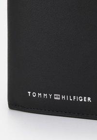 Tommy Hilfiger - TRIFOLD - Punge - black - 3