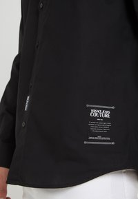 Versace Jeans Couture - CAMICIE  - Shirt - nero - 6