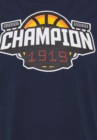Champion - CREWNECK - T-shirt imprimé - dark blue - 4