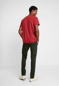 Napapijri - MOTO WINT - Cargo trousers - green forest - 2