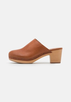 AYANNA LIZARD - Clogs - warm nutmeg