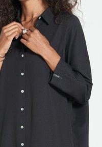 Jascha Stockholm - MAROCAIN - Robe chemise - black - 3